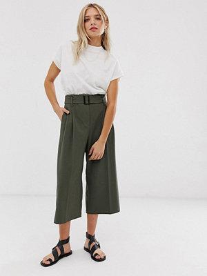 ASOS DESIGN Kakifärgade culotte-byxor med skärp Kakifärgad