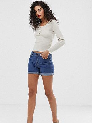 Vero Moda Tall Jeansshorts med uppvikta byxben