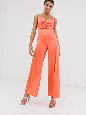The Girlcode Orange jumpsuit i satin med omlott framtill
