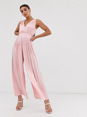 The Girlcode Plisserad jumpsuit i satin Blush
