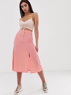 PrettyLittleThing Exclusive Rosa midikjol med slits