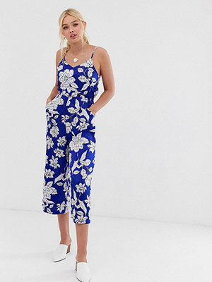 Qed London Blommig jumpsuit i culotte-modell med knytning baktill