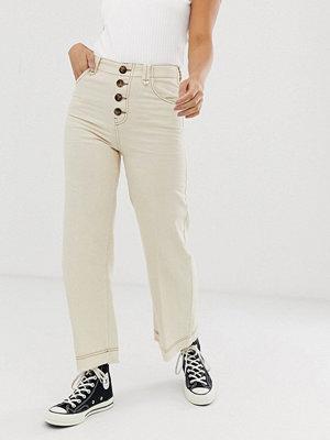 Bershka Naturvita culotte-byxor i denim med knappar