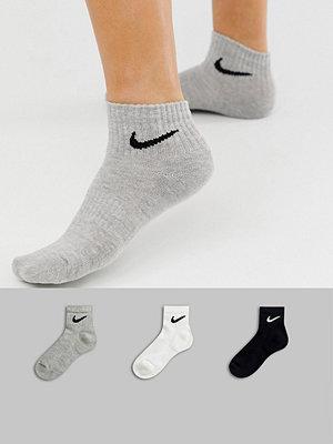 Nike Svarta vit och grå ankelstrumpor i 3-pack Svart/vit