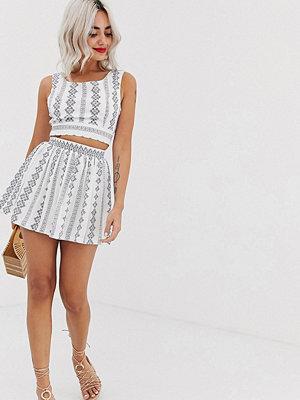 Parisian Petite Broderad kjol