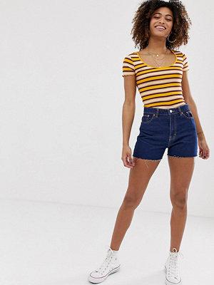 Pull&Bear Clean Mörkblå shorts i mom-modell Mörkblå