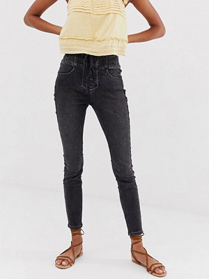 Free People Curvy Lovers Skinny jeans med snörning