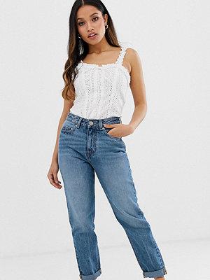 "ASOS Petite Recycled Ritson Mellanblå vintageinspirerade jeans i ""mom jeans""-modell utan stretch Vintage-tvätt"