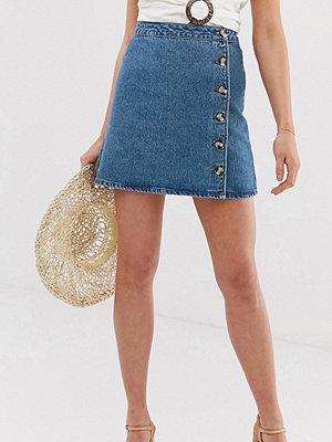 Asos Tall Mellanblå jeanskjol i omlottmodell med knappar Blå tvätt