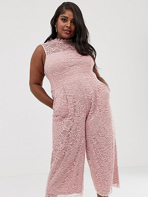 Paper Dolls Plus Puderrosa jumpsuit i spets med culotte-ben Blush
