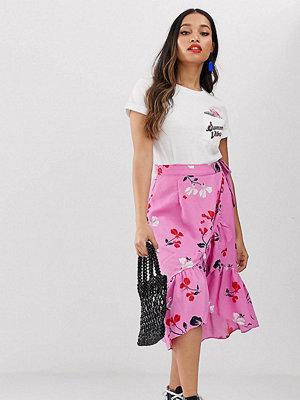 Vero Moda Petite Blommig midikjol med volang Rosa blommigt