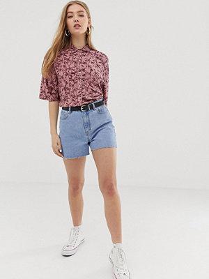 """Pull&Bear Ljusblå shorts i """"mom jeans""""-modell Ljusblå"""