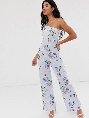 True Violet Blommig jumpsuit med bar axel Blåblommig