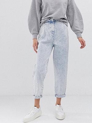 ASOS DESIGN Stentvättade avsmalnande boyfriend-jeans med dekorativ söm Blekt stentvätt