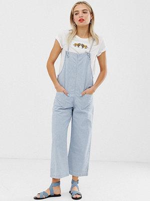 Monki Blå och vitrandig jumpsuit-overall i denim
