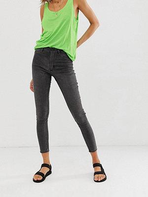 Cheap Monday Jeans i ekologisk bomull med hög midja och extra smal spray on-passform Eclipse