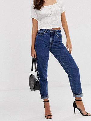"""Vero Moda Aware Jeans i """"mom jeans""""-modell Mellanblå denim"""