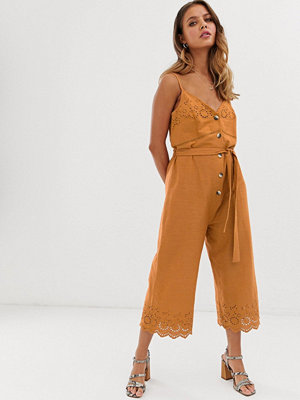 Miss Selfridge Orange broderad jumpsuit med skärp