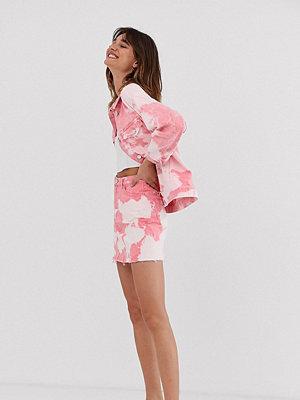 Monki Rosa batikmönstrad jeanskjol