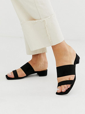 Monki Svarta sandaler i mockaimitation med två remmar