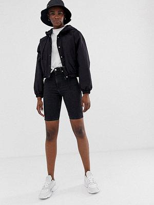 Weekday Svarta jeansshorts i longlinemodell Perfekt svart