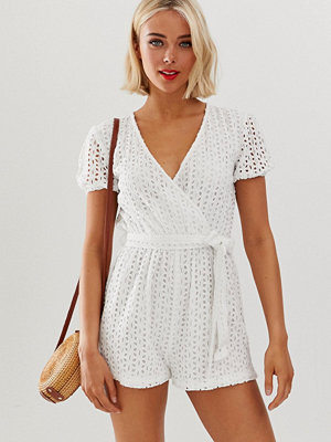 Influence Playsuit med hålbroderi