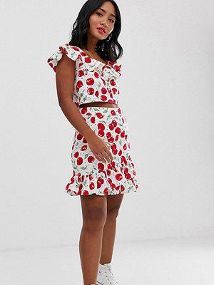 Glamorous Petite Körsbärsmönstrad minikjol med volangfåll