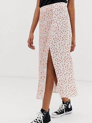 New Look Blommig midikjol med slits Vitt mönster