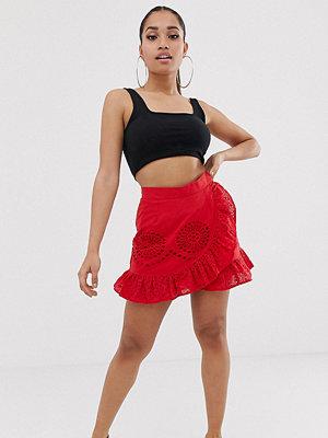 Missguided Petite Röd broderad kjol med volang