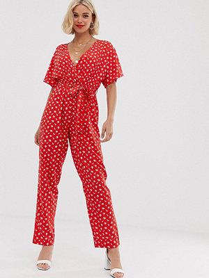 Boohoo Röd småblommig exklusiv jumpsuit med omlott