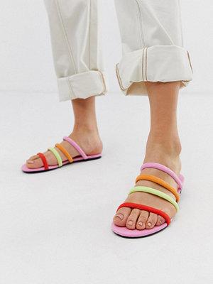 Monki Multifärgade platta sandaler med flera remmar