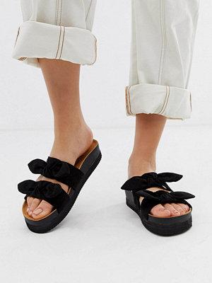 Monki Svarta sandaler med dubbla rosettprydda remmar
