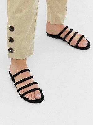 Monki Svarta platta sandaler med flera remmar