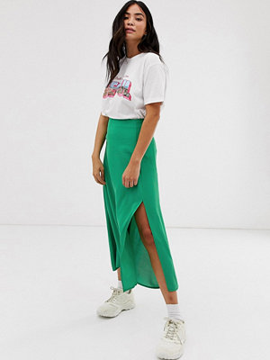 New Look Grön midikjol med slits i sidan Ljusgrön