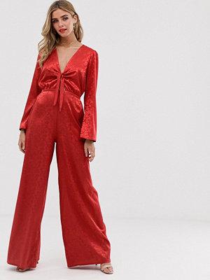 Twisted Wunder Röd jumpsuit i satin med jacquard och knytning framtill