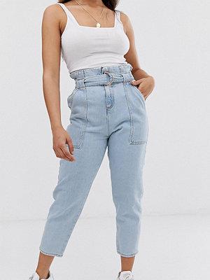 River Island Petite Ljusa jeans med rynkad midja Ljusblå