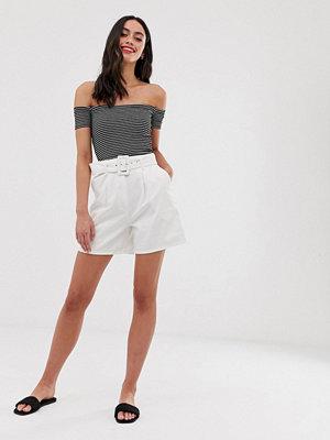 ASOS DESIGN Naturvita jeansshorts i culotte-modell med skärp