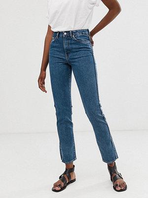 Weekday Blå stretchiga jeans med rak passform och sidoslits Standard