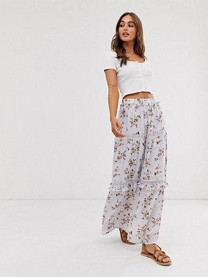 ASOS DESIGN Blommig maxiskjorta i präriestil med flera skikt Dusty lilac floral