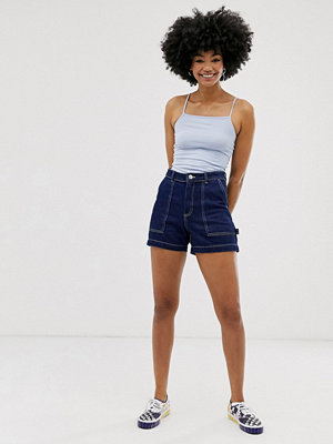 Monki Blå jeansshorts med kontrasterande söm