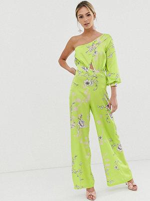 Liquorish Limegrön blommig culotte-jumpsuit i one shoulder-modell Blommig gul