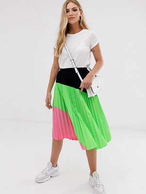 Liquorish Blockfärgad plisserad minikjol i neon