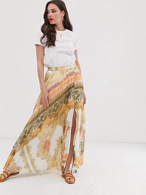 ASOS DESIGN Orangemönstrad plisserad maxikjol Orange scarf print