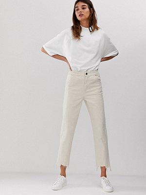 ASOS White Ankellånga jeans med råskuren kant och dekorativ söm