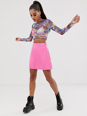 ASOS DESIGN Plisserad minikjol i vinyl Varmrosa