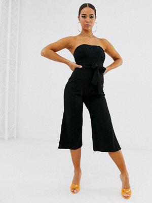 Boohoo Svart jumpsuit med bardot-ringning och benslits