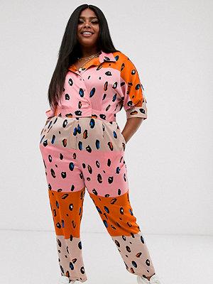 Liquorish Curve Liquorish Plus Orange kontrastfärgad och leopardmönstrad jumpsuit med skärp Orange leopardmönstrat