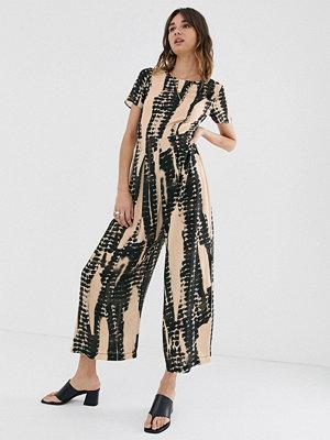 ASOS DESIGN Batikmönstrad jumpsuit i tea-modell med kort ärm Svart/gräddfärgad