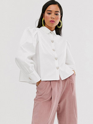 Sister Jane Skjorta med stora ärmar och hjärtformade knappar i pärlimitation Elfenben