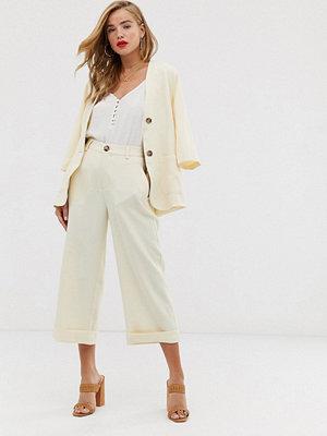 In The Style X Laura Jade Gräddvita culotte-byxor med uppvikta byxben